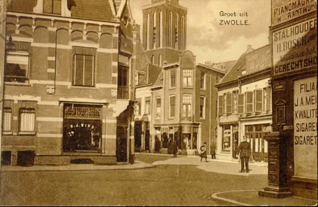3729 PBKR1880 Gezicht op de kruising Kamperstraat - Luttekestraat, ca. 1925. Een politie agent regelt het verkeer (dat ...