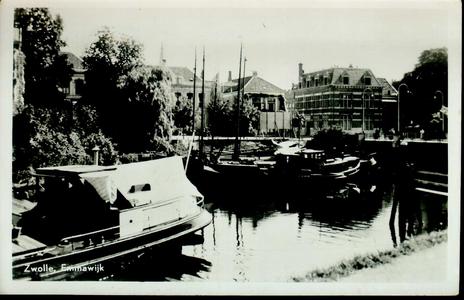3750 PBKR2442 Gezicht vanaf de Emmawijk op de Nieuwe Havenbrug , Eekwal 2-4 en Eekwal 2, rechts Luttekestraat 35, ca. ...