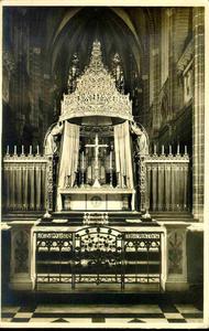 3826 PBKR0185 Assendorperstraat: interieur Dominicanenkerk, ca. 1925-1930: hoogaltaar. De eerste steen voor kerk en ...