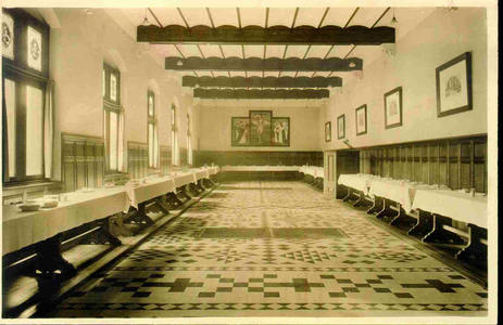 3831 PBKR0190 Assendorperstraat: interieur Dominicanenklooster, ca. 1925-1930: het Refter. De eerste steen voor kerk en ...