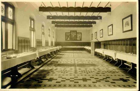 3832 PBKR0191 Assendorperstraat: interieur Dominicanenklooster, ca. 1925-1930: het Refter. De eerste steen voor kerk en ...