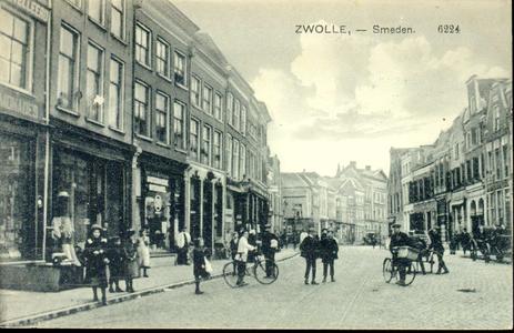 3869 PBKR0766 Gezicht in de Diezerstraat, vanaf de Smeden in de richting van het provinciehuis, 1914. Links ...