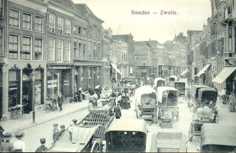 3875 PBKR0772 Gezicht op de Smeden, later Diezerstraat genaamd, in de richting van het provinciehuis, ca. 1914. Links ...