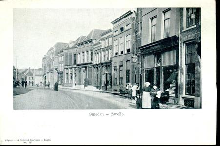3879 PBKR0776 Gezicht op de Smeden, ca. 1900. Rechts de winkel in bedden en matrassen van de weduwe Tulp (Diezerstraat ...