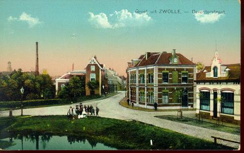 3930 PBKR1901 Ingekleurde prentbriefkaart met een inkijk in de Deventerstraat (tot 1873 Oude Schellerweg, sinds 1945 ...