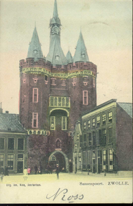4018 PBKR3073 Sassenpoort na de restauratie 1894-1898, met links twee huizen ter linkerzijde (bakkerij van H. de ...