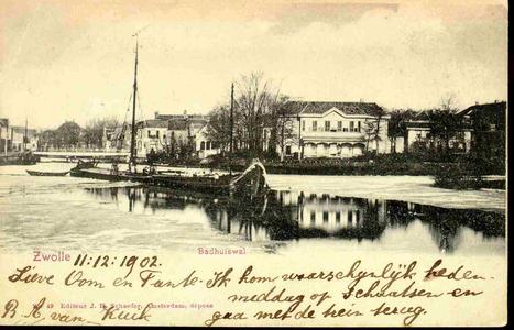 4027 PBKR0206 Stadsgracht ca. 1900, met schip, rechts Badhuis dokter Schaepman (gebouwd 1862) op de ...