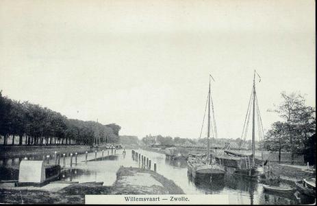 429 PBKR4192 Katerveersluizen met Willemsvaart naar het noorden gezien. Links de Oude Veerweg, rechts een aantal ...