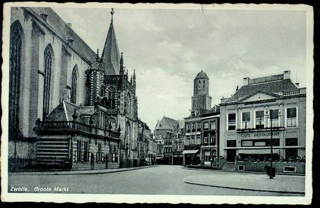 4327 PBKR1400 Grote Markt vanuit het noordoosten. Links de Grote Kerk met Hoofdwacht, middenachter zicht op de ...