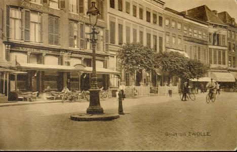 4344 PBKR1417 Grote Markt ca. 1925-1930. Van links naar rechts:Grote Markt 12-13 met overdekt terras Lunchroom en ...