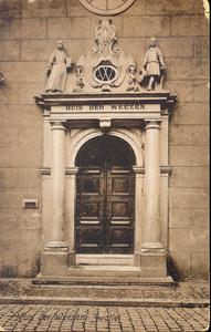 4489 PBKR0308 Broerenstraat 11, ca. 1910. Het poortje van het voormalige Hervormd Weeshuis, voor de brand 30 juni 1960, ...