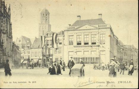 4545 PBKR1438 Grote Markt met zicht op de Harmonie, ca. 1900. De vlag hangt uit van Grote Markt 14 en 15 n.a.v. ...