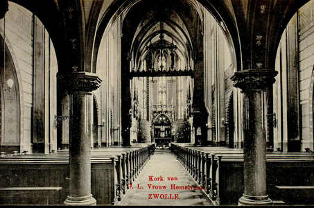 4615 PBKR2588 Ossenmarkt 10, Interieur van de R.K. O.L.Vrouwekerk gezien naar het koor met het altaar, ca. ...