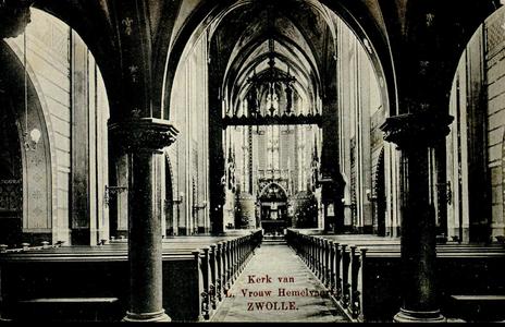 4616 PBKR2589 Ossenmarkt 10: interieur van de RK OLV-basiliek met zicht op het altaar, vanuit het schip van de kerk, ...