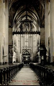 4617 PBKR2590 Ossenmarkt 10, interieur van de R.K. O.L. Vrouwekerk gezien naar het koor met het altaar, de triomfbalk ...