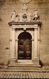 4640 PBKR0315 Broerenstraat 11, ca. 1910.Het poortje van het voormalige Hervormd Weeshuis, afgebrand 30 juni 1960, aan ...