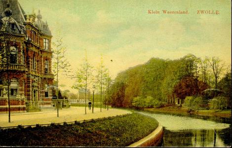 4669 PBKR0344 Klein Weezenland, ca. 1910, (vanaf 1933 Burgemeester van Roijensingel), met op nr 18 woonhuis familie Van ...