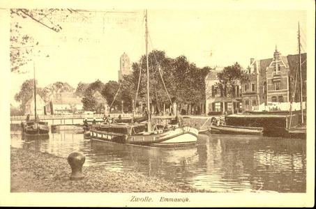 4685 PBKR0897 Stadsgracht met binnenvaartschepen, rechts Emmawijk, links Keersluisbrug, gezien vanaf de Willemskade, ...