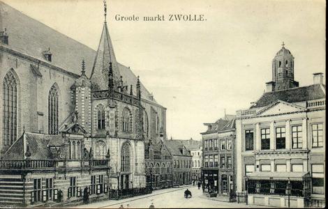 4712 PBKR1461 Grote Markt richting Luttekestraat, ca. 1910. Links: Grote Kerk met de hoofdwacht en het portaal. Van ...
