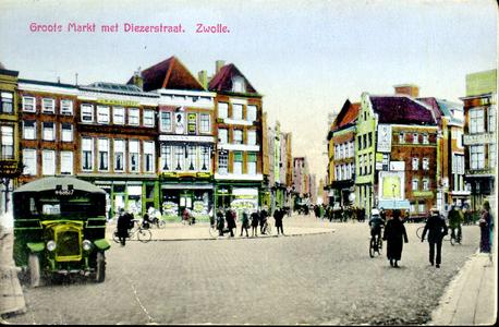4740 PBKR1489 Grote Markt gezien naar de Diezerstraat, ca. 1930, met de pas aangelegde rotonde. Links een autobus van ...