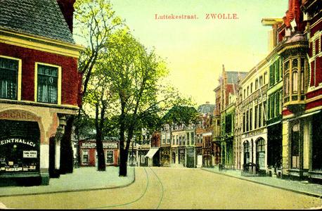 4931 PBKR2075 De Luttekestraat vanaf de hoek met de Voorstraat. De kaart is in 1913 afgestempeld, maar volgens het ...