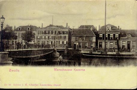 4967 PBKR2652 Vanaf de overzijde van de stadsgracht is de Beestenmarkt, later Harm Smeengekade, en de Pannekoekendijk ...