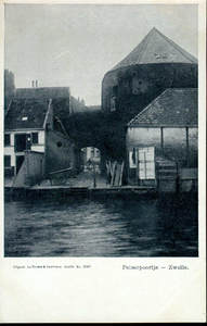 4976 PBKR2661 Gezicht op het Pelserpoortje en de Pelsertoren, ca. 1900, vanaf de Thorbeckegracht. De Pelsertoren vormde ...