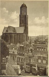 4989 PBKR2674 Bovenaanzicht van de Luttekestraat met de Maria ten Hemelopnemingkerk met Peperbustoren. Van rechts naar ...