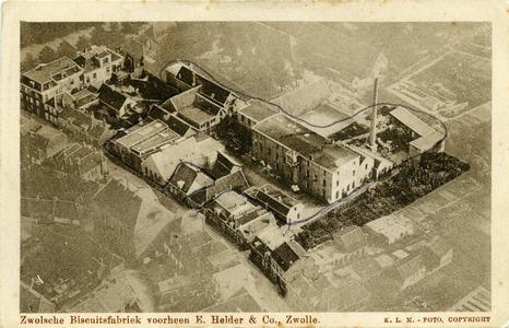 5115 PBKR2117 Luchtopname van de Zwolse Biscuitsfabriek, voorheen E. Helder en Co, in de Kamperpoort, Hoogstraat 7. ...