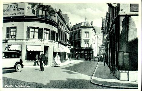 5124 PBKR2126 Gezicht op het kruispunt Kamperstraat - Luttekestraat - Blijmarkt in de richting van het centrum. Een ...