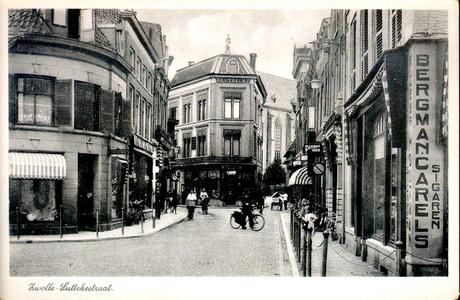 5126 PBKR2127B Gezicht vanaf het kruispunt Luttekestraat - Kamperstraat - Blijmarkt in de richting van het centrum. Dit ...