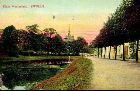 5201 PBKR0444 Burgemeester van Roijensingel, (tot 1933 Klein Weezenland) over de stadsgracht naar de Sassenpoort, ca. ...