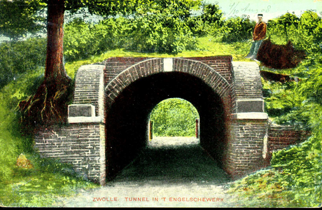 5236 PBKR1017 Oude kruittunnel of poterne, de doorgang in de voormalige vestingwerken aan de IJssel, ca. 1908. Na 1828 ...