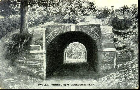 5237 PBKR1018 Oude kruittunnel of poterne, de doorgang in de voormalige vestingwerken aan de IJssel, ca. 1908. Na 1828 ...