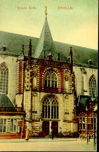 5254 PBKR1570 Ingekleurde prentbriefkaart van het noorderportaal (de hoofdingang) van de Grote Kerk, gelegen aan de ...