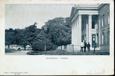 5333 PBKR2732 Het Paleis van Justitie (uit 1841, ontworpen door architect E.L. de Coninck) aan de kant van de ...