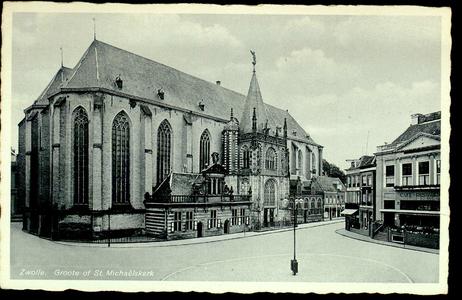 5433 PBKR1605 De Grote Kerk, Grote Markt 18, vanuit het noordoosten. Links van het noorderportaal (de hoofdingang) de ...