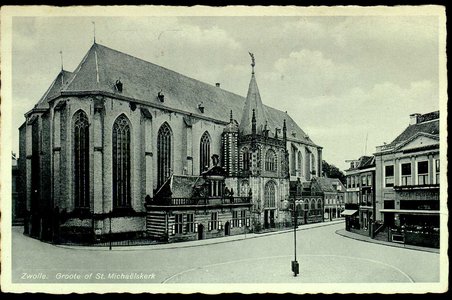 5434 PBKR1606 De Grote Kerk, Grote Markt 18, vanuit het noordoosten. Links van het noorderportaal (de hoofdingang) de ...