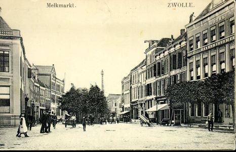 5468 PBKR2181 Gezicht vanaf de Grote Markt op de huizen Grote Markt 11 (hotel het Heerenlogement), 12 (Zwolse ...