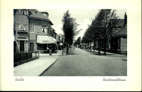 5688 PBKR2802 De Rembrandtlaan vanaf de hoek Vermeerstraat naar het noorden, 1937-1939. De zonwering van de ...
