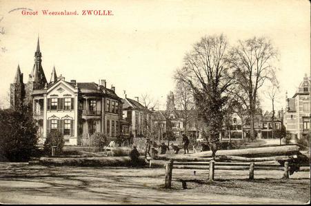 5776 PBKR1126 De binnenstad vanaf het Groot Wezenland tegenover het RK Ziekenhuis. Links de Sassenpoort, tijdens de ...