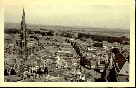 5910 PBKR0019 Melkmarkt en de Diezerstraat. Links de R.K. Sint-Michaelskerk (afgebroken 1965) aan de Roggenstraat, ...
