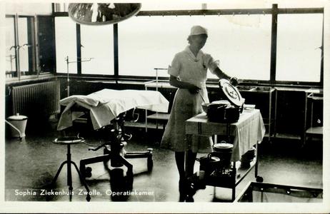 6060 PBKR2865 Rhijnvis Feithlaan, Sophia Ziekenhuis, interieur operatiekamer, ca. 1946-1947.Het gemeentelijk Sophia ...