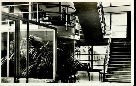 6067 PBKR2872 Rhijnvis Feithlaan, Sophia Ziekenhuis, 1946-1947. Interieur trappenhuis (voltooid 1935) met doorkijk naar ...