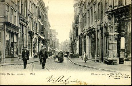 6164 PBKR0629 Diezerstraat gezien vanaf de Grote Markt, ca. 1904. Uiterst links op de hoek van de Roggenstraat en ...