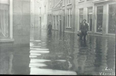6234 PBKR1774 Hoogwater in de binnenstad ca 1916. De foto is gemaakt op de hoek van de Wolweverstraat met de Walstraat, ...