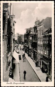 6361 PBKR0646 De Diezerstraat vanaf de Grote Markt, 1926. De linker gevelrij wordt gedomineerd door een grote reclame ...