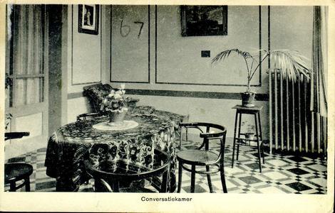 6410 PBKR1231 Conversatiekamer in R.K. ziekenhuis aan de Blekerstraat. Of het in het oude gedeelte uit 1902 (aangebouwd ...