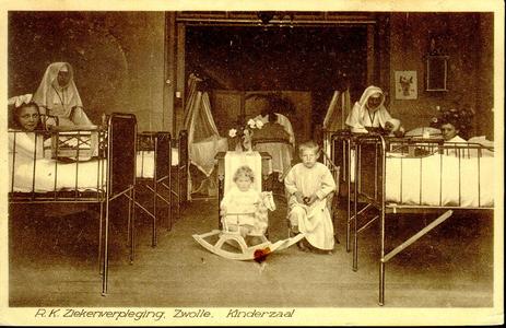 6412 PBKR1233 De kinderzaal in het oude gedeelte uit 1902 van het R.K. ziekenhuis aan de Blekerstraat. Dat was ...