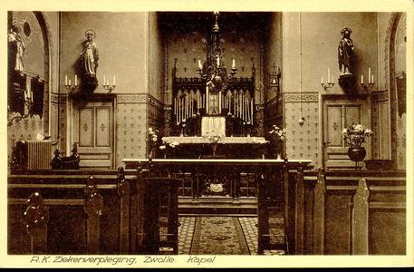 6415 PBKR1236 Interieur van de kapel van het R.K. Ziekenhuis aan de Blekerstraat, met zicht op het hoofdaltaar. Het ...